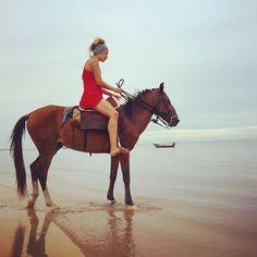 #Ico com #beti na praia de #atins #horses #cavalos #cavalo ❤️🐴 #brazil #maranhao #southamerica #travelingtheworld #allaroundtheworld #travelislife #traveltime #lovetotravel #dicadedestino #destination #hostelatins #sempreatins