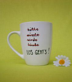 """_*Hoch Die Tassen*_  Diese liebevoll gestaltete Tasse trägt die Aufschrift:  *"""" hätte müsste würde könnte LOS GEHT`S ! """"*  Farbe der Tasse : weiss Schriftfarbe auf der Tasse : schwarz..."""