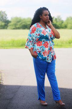 Blusenjacke mit Bindegürtel im trendigen Kimono-Stil.