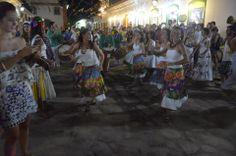 Na batida do maracatu  O grupo Maracatu Palmeira Imperial agitou o Centro Histórico no início da noite desta segunda-feira (3). Os percussionistas arrastaram uma multidão de foliões pelas ruas com uma batida forte e contagiante