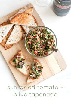 New Year's Eve appetizer - sun-dried tomato olive tapanade toasts #vegan #glutenfree