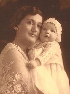 Little baby Edie and her mother Edie... Big Edie was beautiful