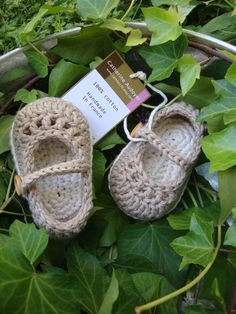 cute picture idea for baby announcement, have the tag read the due date