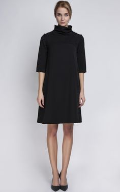 This neck dress can be worn for any occasion. Dressed up or down you'll be the essence of chicness!
