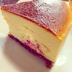自家製のラズベリー入り♪ ベリー系はチーズケーキと相性抜群!! - 231件のもぐもぐ - NYチーズケーキ ラズベリー入り by sora16milo07