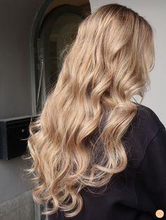 The hair is for us! Golden Blonde Hair, Honey Blonde Hair, Blonde Hair Looks, Blonde Hair With Highlights, Thick Blonde Hair, Perfect Blonde Hair, Ashy Blonde, Bleach Blonde, Blonde Wig