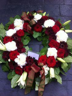 Funeral wreath Funeral Flower Arrangements, Funeral Flowers, Pew Ends, Flower Letters, Sympathy Flowers, Floral Design, Centerpieces, Floral Wreath, Wreaths