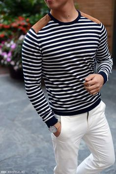 For a laid-back and cool look, marry a navy and white horizontal striped crew-neck sweater with white chinos — these two pieces work really good together. Sharp Dressed Man, Well Dressed Men, Stylish Men, Men Casual, White Casual, Smart Casual, White Chinos, White Pants, Look Man