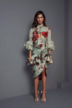 Johanna Ortiz Fall 2017 Ready-to-Wear Fashion Show Collection: See the complete Johanna Ortiz Fall 2017 Ready-to-Wear collection. Look 5 Fashion Week Paris, Fashion 2017, Love Fashion, Runway Fashion, Fashion Show, Fashion Outfits, Womens Fashion, Fashion Design, High Fashion