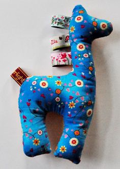 This kind of a giraffe would make an awesome present for a babyshower or such. :3
