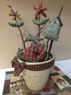 Birdhouse, flowers & snail in flowerpot. Christmas Sewing, Primitive Christmas, Christmas Crafts, Summer Crafts, Fall Crafts, Fabric Crafts, Sewing Crafts, Crafts To Do, Diy Crafts