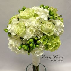 #GREEN #BOUQUET ♡ How to plan a Wedding Ceremony ♡ https://itunes.apple.com/us/app/the-gold-wedding-planner/id498112599?ls=1=8  ♡ Weddings by Colour ♡ http://www.pinterest.com/groomsandbrides/