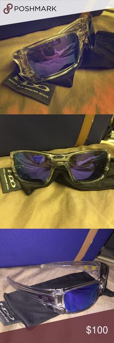 Men's Oakley Sunglasses Clear matte frame, blue violet iridium reflective lenses. Like new condition. Comes with original cloth cleaning pouch. Serial #: OO9096-04 Oakley Accessories Sunglasses