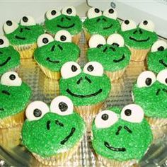 Frog Cupcakes Recipe 1 ounce) package white cake mix 1 ounce) can prepared vanilla frosting 6 drops green food coloring, or as needed cup green decorator sugar 12 large marshmallows 48 semisweet chocolate chips 1 drop red food coloring Frog Cupcakes, Love Cupcakes, Baking Cupcakes, Cupcake Cookies, Cupcake Recipes, Cupcake Ideas, Decorate Cupcakes, Dessert Recipes, Animal Cupcakes