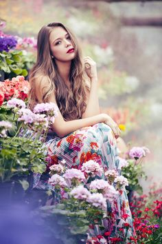 Having bad fashion sense is also bad for self-esteem. Beautiful Girl Image, Gorgeous Women, Moda Floral, Bad Fashion, Fashion Usa, Ladies Fashion, Fashion Trends, Aesthetic Photography Nature, Girls With Flowers