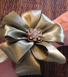 How to tie a bow.