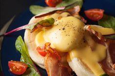 キハチ カフェで、イースター向けメニュー「エッグベネディクトパンケーキ」「スモークサーモンのエッグベネディクトパンケーキ」が、期間限定で販売される。