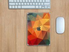 Angesagt: Polygon-Muster in allen Farben! Hier ein knalliges Rot mit aufregendem Orange und Grünschattierungen... #polygon #designfolie #tabletfolie