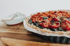 This [vegetarian] Tomato-Spinach-Tart recipe is not only super easy, but also super yummy. You only need a few ingredients and can easily switch out the dairy-products to make it [vegan] too, if you prefer a plant based diet. Spinach Tart, Good Food, Yummy Food, Tart Recipes, Few Ingredients, Plant Based Diet, Super Easy, All About Time, Vegetarian