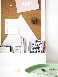 We're getting a head start on some Spring cleaning with this simple and modern DIY desk organizer for keeping your pretty office things on display..