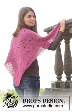 """Knitted DROPS shawl in garter st with lace pattern in """"Brushed Alpaca Silk"""". ~ DROPS Design"""