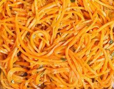 How to Make Butternut Squash Noodles W/Pumpkin Sauce Raw Food Recipes, Healthy Recipes, Healthy Food, Butternut Squash Noodle, Pumpkin Sauce, Plat Simple, Simply Recipes, Side Salad, Summer Recipes