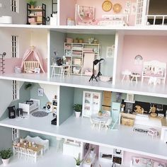 Hello dear miniature lovers, I'm staring at this adorable modern dollhouse by Lolkje and feeling happiness in me - want… Mini Doll House, Barbie Doll House, Barbie Dream House, Doll House Modern, Modern Dollhouse Furniture, Barbie Furniture, Miniature Furniture, Dreamhouse Barbie, Ikea Dollhouse