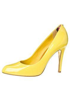 Spring fling heels