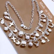 A toto je Parise. Srdiečkovo-krížikovo-zámočkovo-pristienkový set náhrdelník+náramok. Zoznámte sa. K červenej plesovej róbe sa ti nehodí, ale inak ide k čomukoľvek bežnému...