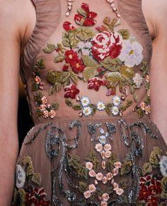 Tendencias de boda 2013:   Valentino nos vuelve a enamora con este bordado para una novia otoñal