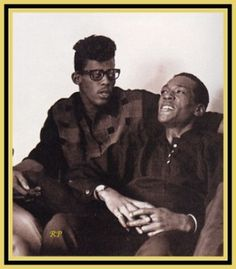 David Ruffin and Eddie Kendricks, best lead singers for the great Temptations Music Icon, Soul Music, My Music, Famous Black People, Vintage Black Glamour, Old School Music, Black History Facts, Northern Soul, Popular Music