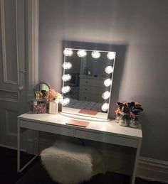 Let it GLOW! ✨ Simply stunning vanity station from @blushbeauty_k featuring our #ImpressionsVanityGlowXL