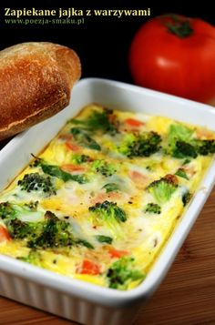 Zapiekane jajka z warzywami (Baked Eggs with Vegetables - recipe in Polish) Polish Recipes, Baked Eggs, Keto Meal Plan, Vegetable Recipes, Diet Recipes, Meal Planning, Food And Drink, Meals, Dishes