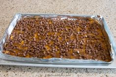 This toffee candy is chocolatey, crispy and highly addictive! That's why it's popularly known as Christmas Crack. Christmas Crack, Christmas Desserts, Christmas Baking, Christmas Treats, Christmas Goodies, Christmas Candy, Holiday Treats, Christmas Appetizers, Christmas Stuff