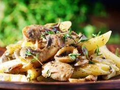 Receta de Pasta con Salsa Cremosa de Champiñones. Ideal para servir en una cena con muchas personas. A todo mundo le encantará, lo puedes servir como plato principal o como guarnición