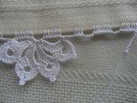 Facebook Twitter Pinterest LinkedIn Google + Bordo fiorito all'uncinetto molto semplice e delicato,utile per realizzare bordure per tovaglie,asciugamani e lenzuola. Per realizzare questo bordo fiorito all'uncinetto occorre: del filato di cotone e un uncinetto,e si lavora direttamente sul tessuto. 1° giro,sul tessuto fare ,5 maglie alte, saltare 1 cm di tela , 5 catenelle,ripetere per … Crochet Shawl, Crochet Lace, Crochet Stitches, Crochet Patterns, Embroidery Dress, Cross Stitch Embroidery, Ribbon Design, Irish Lace, Crochet For Kids