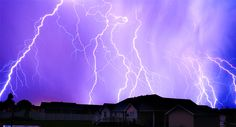 Want to see how close lightning is? Use a lightning map! Here are some FREE lightning strike maps, apps, and guides to help you keep an eye on the lightning Food Photography Tips, Photography Tutorials, Amazing Photography, Landscape Photography, Art Photography, Photography Classes, Photography Projects, Great Pictures, Taking Pictures