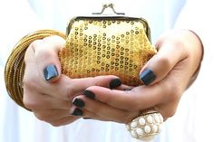 Holiday Sequence Coin Purse    Sparkle this Holiday season with our amazing sequence coin purse!    69% OFF