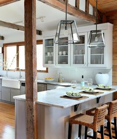 Superior Beach Kitchen Design Part 4 - Rustic Beach House Kitchen Design Rustic Kitchen, New Kitchen, Kitchen Dining, Kitchen Decor, Design Kitchen, Kitchen Ideas, Kitchen Modern, Kitchen Colors, Rustic Pendant Lighting Kitchen