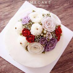 Red freesia  #bakingclass#buttercream#cake#baking#수제케이크#weddingcake#버터크림케이크#꽃#flowers#buttercake#플라워케이크#wedding#버터크림플라워케이크#specialcake#birthdaycake#flower#장미#rose#디저트#케이크#cupcake#dessert#food#beautiful#부케#bouquet#instacake#꽃스타그램#flowercake#peony @yoon2222222