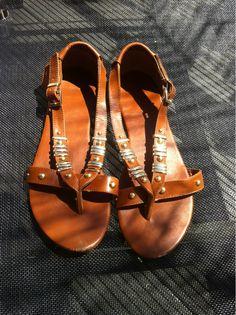 """Stuffle Das Mal: """"H Sandalen. Größe 40 - sehr guter Zustand da ich sie nur einmal getragen hab"""""""