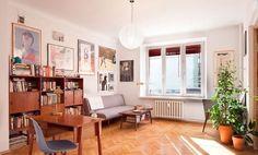 #AranżacjaWnętrz w stylu lat 80 Office Desk, Teak, Corner Desk, Sweet Home, Gallery Wall, House Design, Retro, Interior, Inspiration
