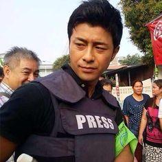 เอนามิ ไดจิโร่ นักข่าวญี่ปุ่น หล่อทะลุเกราะ ขวัญใจสาวม็อป กปปส