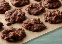 Απολαυστικά cookies με quaker έτοιμα σε 3 λεπτά!    Υλικα  2 κούπες κρυσταλλική ζάχαρη  8 κουτ. σούπας μαργαρίνη ή βούτυρο  ½ κούπας γάλα με χαμηλά λιπαρά  1/3 κούπας κακάο  3 κούπες Quaker    Εκτέλεση  * Σε μία κατσαρόλα αναμείξτε τη ζάχαρη, τη μαργαρίνη, το γάλα
