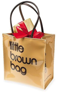 Bloomingdale's Little Brown Bag I loved these when our younger son worked in NYC. Macy's had one in black patent. Gmunden Austria, Designer Totes, Mom And Sister, Little Brown, Clear Bags, Brown Bags, Small Bags, Paper Shopping Bag, Best Gifts