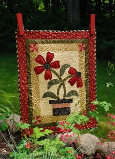 Applique quilt pattern is free - I am so going to make this - word to myself! Love the big clothespins for handing idea!