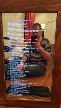 A web designer built a magic mirror that displays weather information - Maker! Diy Tech, Cool Tech, Diy Electronics, Electronics Projects, Projets Raspberry Pi, Magic Mirror, Mirror Mirror, Mirrors, Acrylic Mirror