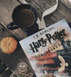 harry potter, book, and coffee image Hogwarts, Slytherin, Foto Canon, Scorpius And Rose, Fall Inspiration, Fashion Inspiration, Autumn Aesthetic, Book Aesthetic, Hermione Granger