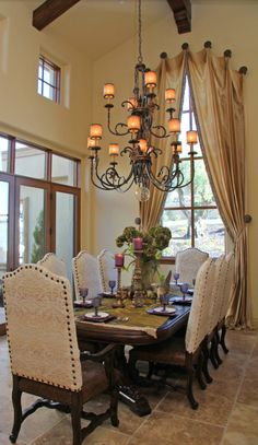 If you are having difficulty making a decision about a home decorating theme, tuscan style is a great home decorating idea. Many homeowners are attracted to the tuscan style because it combines sub… Tuscan Dining Rooms, Dining Room Sets, Dining Room Design, Dining Room Furniture, Dinning Chairs, Dining Decor, Dining Tables, Tuscan Decorating, Interior Decorating