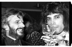 1975 - Freddie Mercury with Ringo Starr Photo taken by ©Dan McGrath - Ringo Starr English musician, singer, songwriter and actor - Ringo Starr, Mundo Musical, Just Good Friends, Queen Photos, We Will Rock You, Romance, Queen Freddie Mercury, Queen Band, Brian May